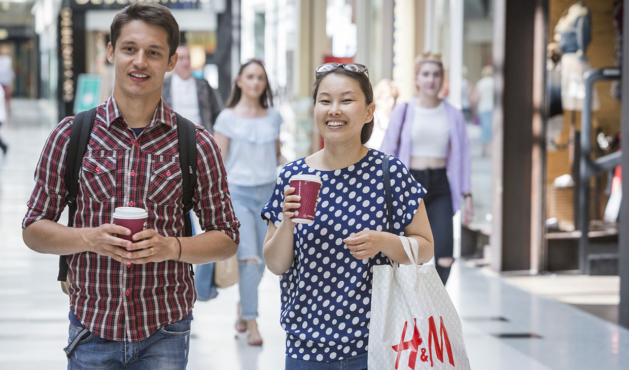 Students shopping in Stirling