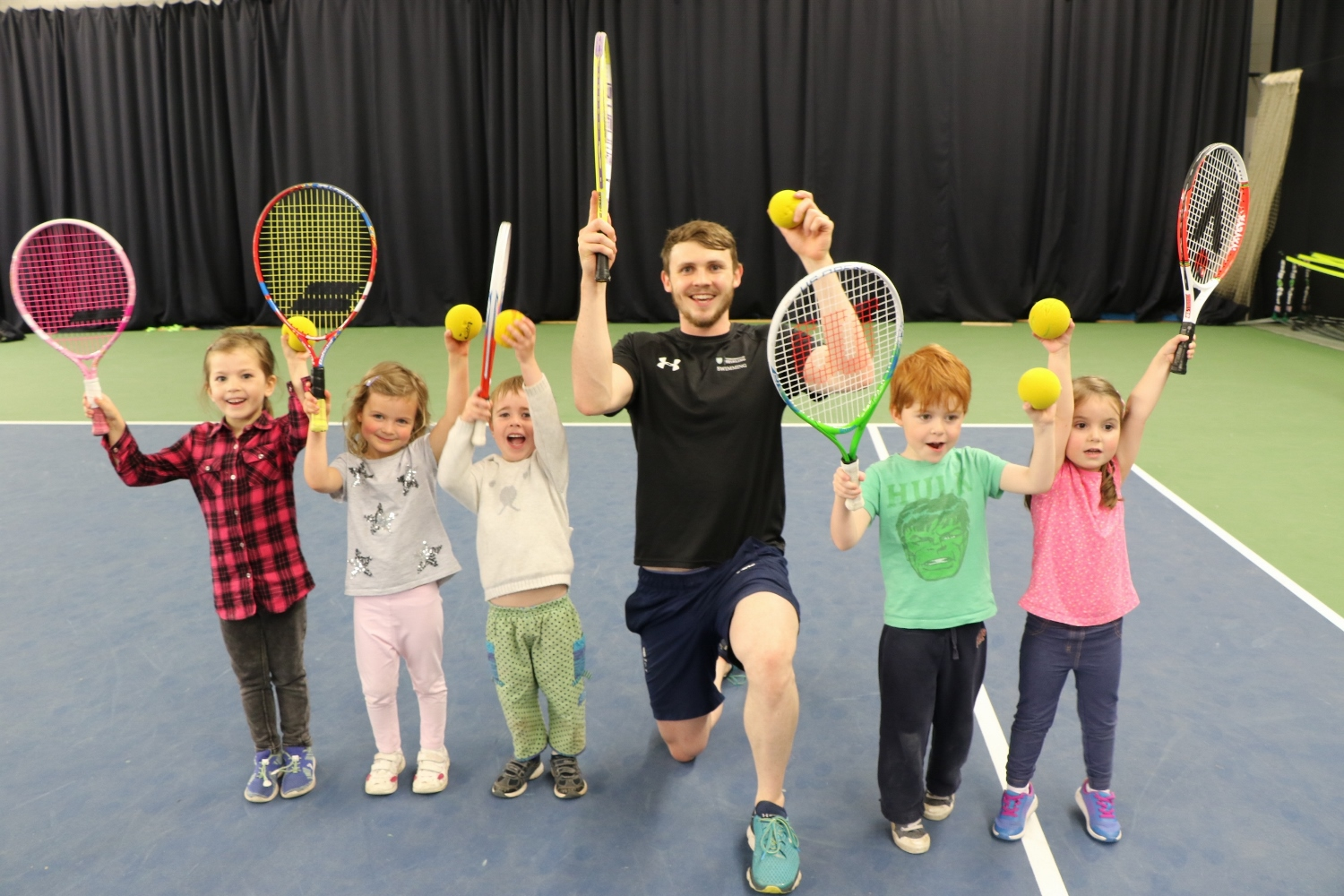 Ross Murdoch and junior tennis players