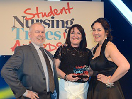 University lecturer lands top nursing award