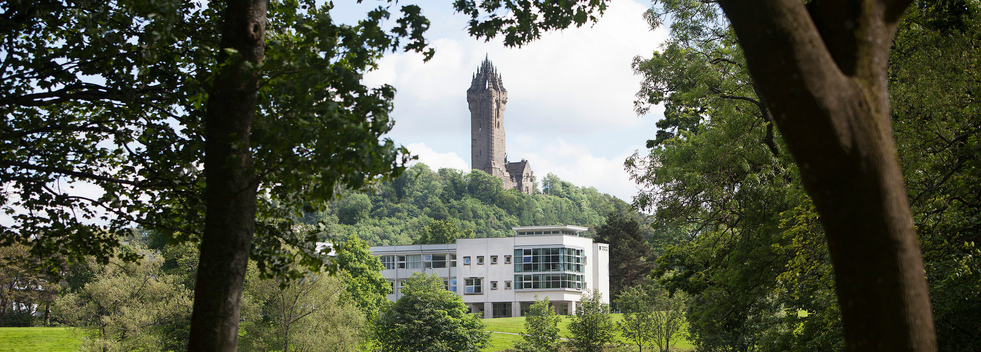Image of the campus and Wallace Monument