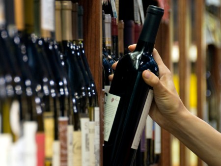 Half of young drinkers are unaware of health messages on alcohol packaging