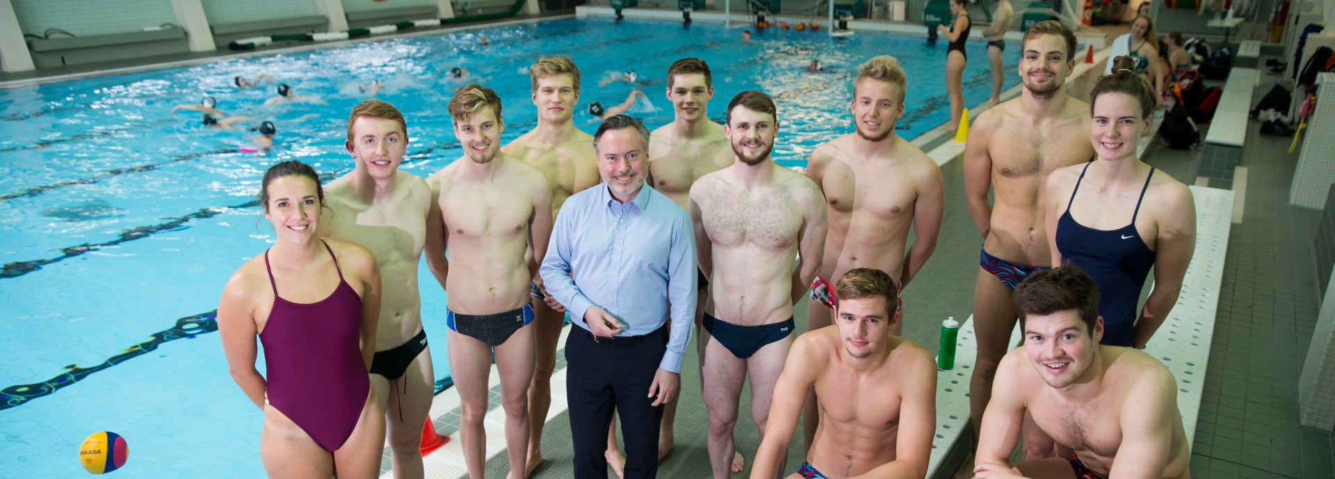 Alyn Smith MEP visits swimmers