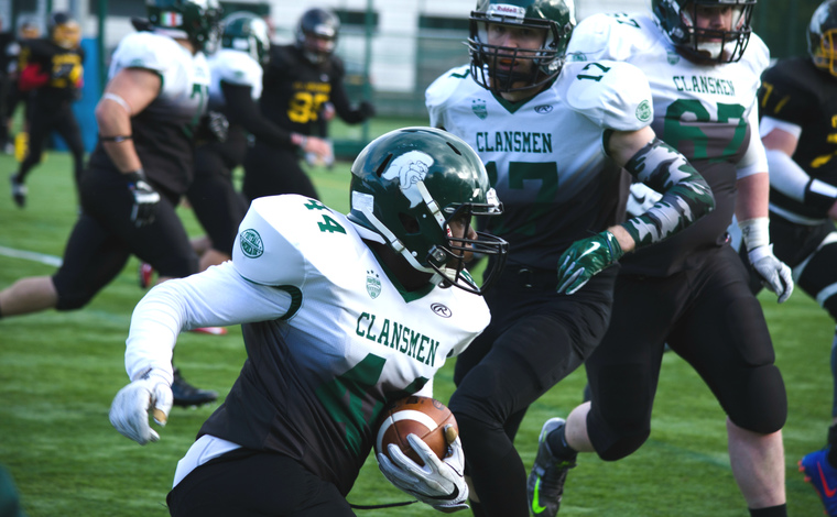 American football match featuring Stirling Clansmen