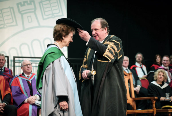 Leading scientist honoured at Stirling graduation ceremony ...